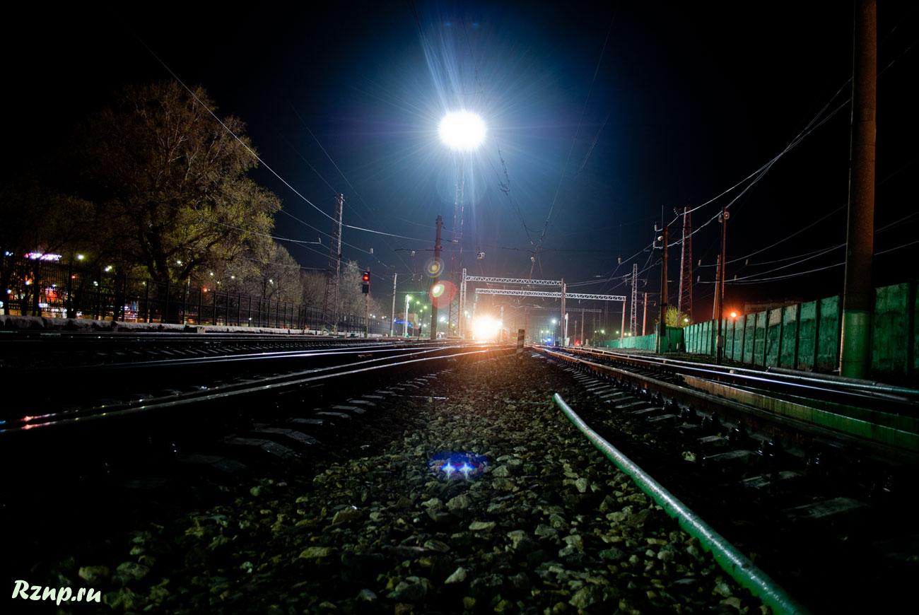 фото железной дороги ночью очень старый город